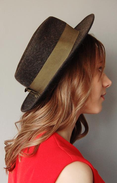 kapelusz z opaską
