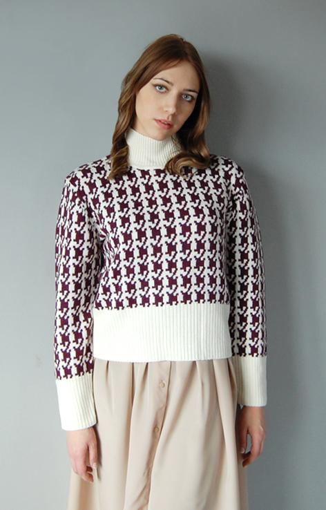 sweter-z-golfem-kremowo-fioletowy-pepitka