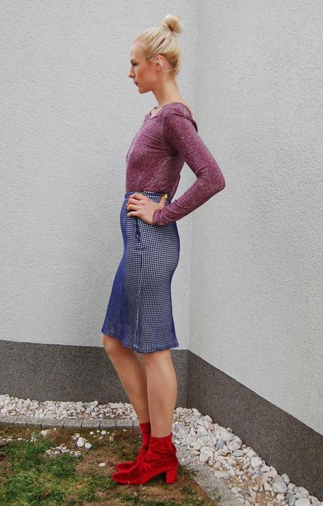 olowkowa-spodnica-w-krate-niebiesko-lata-60