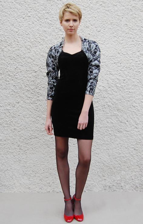 czarna-elastyczna-sukienka-vintage