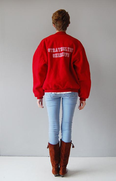 czerwona-kurtka-bejsbolowa-vintage