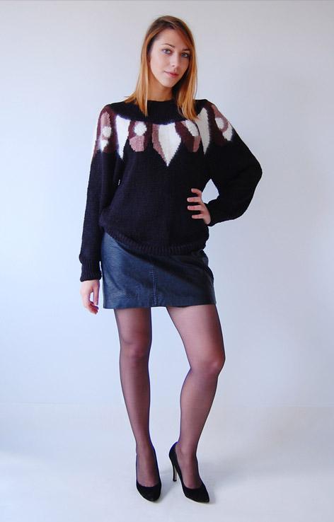 moherowy-sweter-czarno-brazowo-bialy-perelki