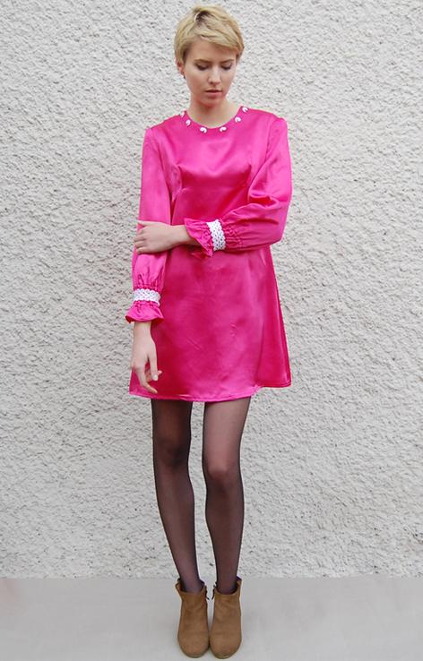 rozowa-atlasowa-sukienka-vintage