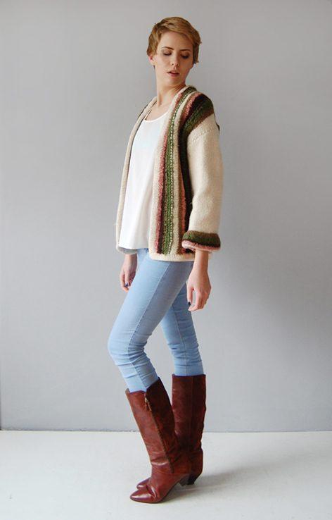 Sweter z wełny w kolorze ecu w pasy