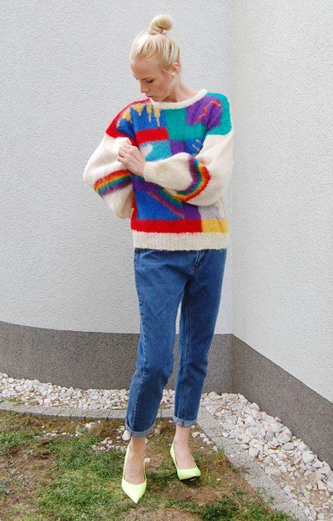 Wełniany kolorowy sweter z tęczą z przodu i na plechach