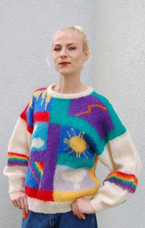 Kolotowy sweter z tęczą