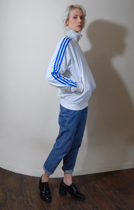 bialo-niebieska-bluza-adidas