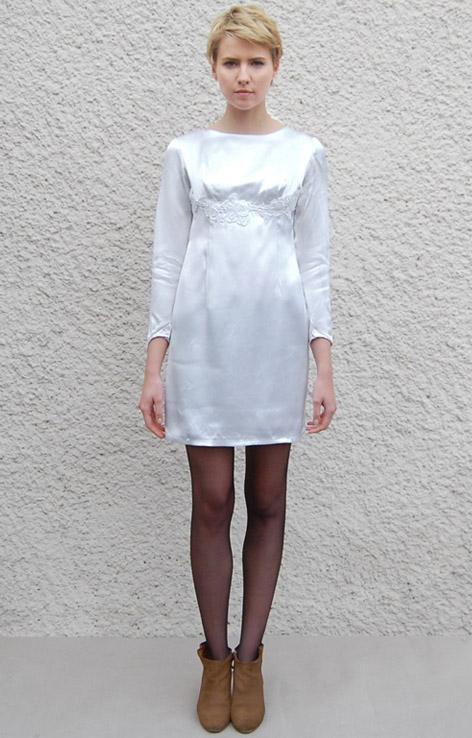 atlasowa-biala-sukienka-wesele