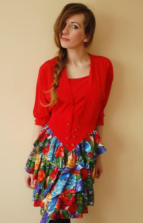 czerwona-sukienka-z-falbanami