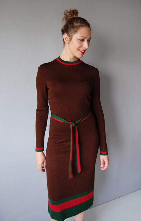 dzianinowa-brazowa-sukienka-frank-usher