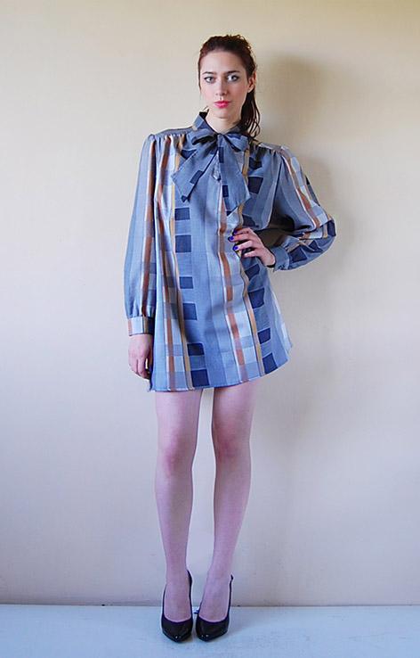 sukienka-retro-zwiazana-kokarda-retro-vintage