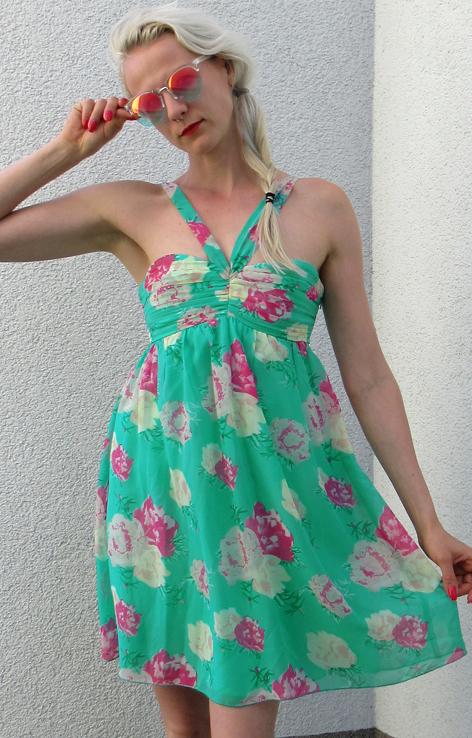 Letnia turkusowa sukienka