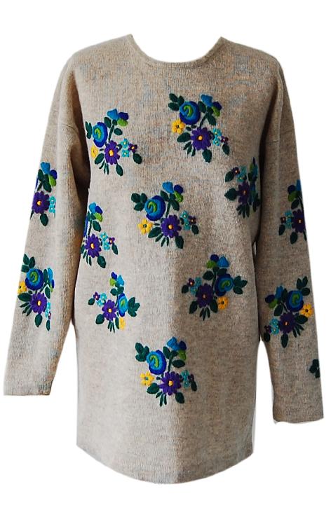 sweter-szary-niebieskie-kwiatki-welna-dlugi