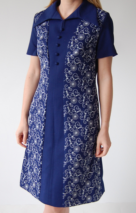 sukienka-granatowa-bialy-haft-lata-60-v1